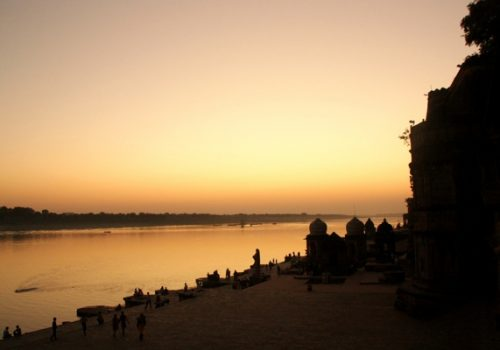 VP MP Sunset Maheshwar Rashi Kalra 600 x 400
